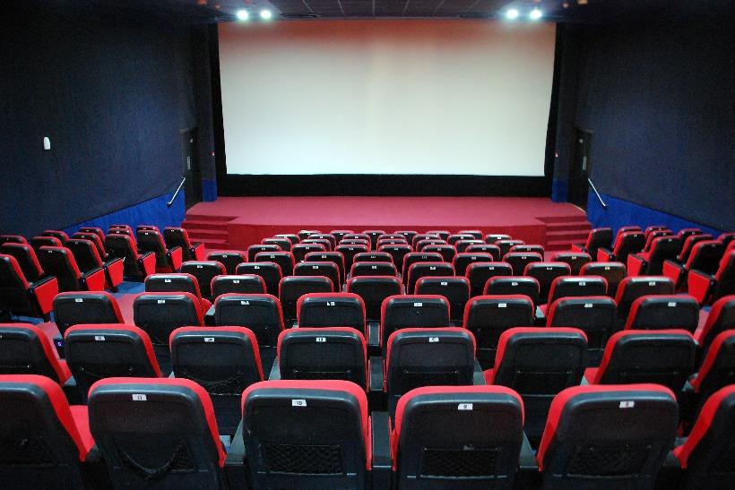 ชาวอเมริกันเชื้อสายสเปนหันไปดูภาพยนตร์และทีวีเพื่อรับมือกับ Covid
